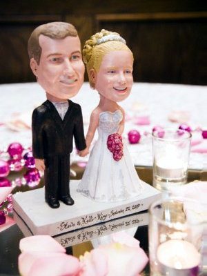 wedding cake bobblehead toppers